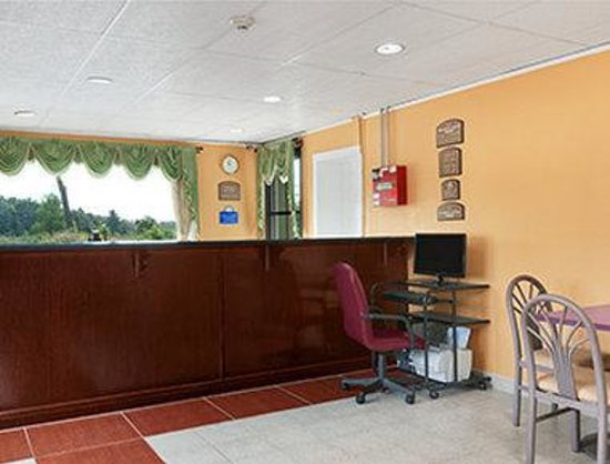 Days Inn Queensbury / Lake George: Lobby