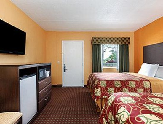 Days Inn Queensbury / Lake George: Standard Two Double Bed Room