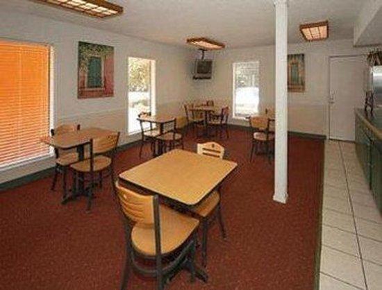 Days Inn Pensacola West: Breakfast Area