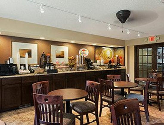 Super 8 Whitewater WI : Breakfast Area