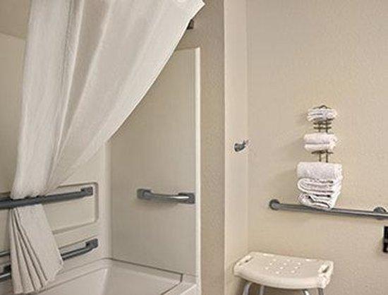 Super 8 Whitewater WI : ADA Bathroom