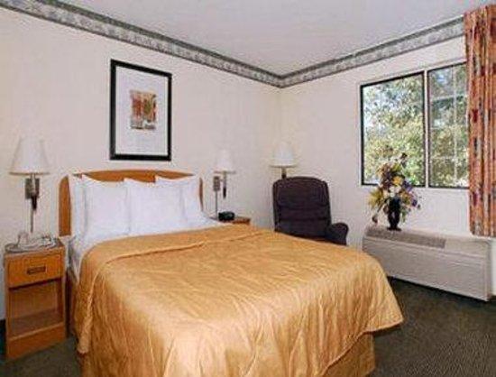 Baymont Inn & Suites Fort Wayne: 1 Bed Guest Room