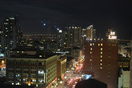 Courtyard by Marriott San Diego Downtown: Night View from the room