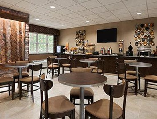 Steubenville, OH: Breakfast Area