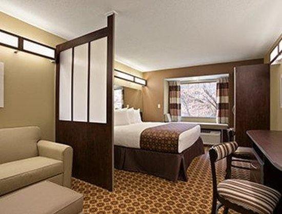 Steubenville, OH: One King Bed Suite