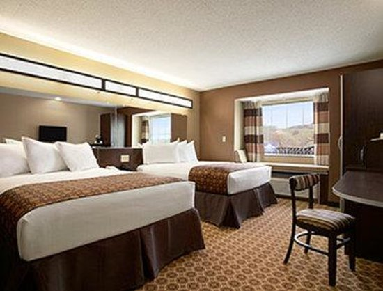 Microtel Inn & Suites by Wyndham Steubenville: Two Double Bed Room