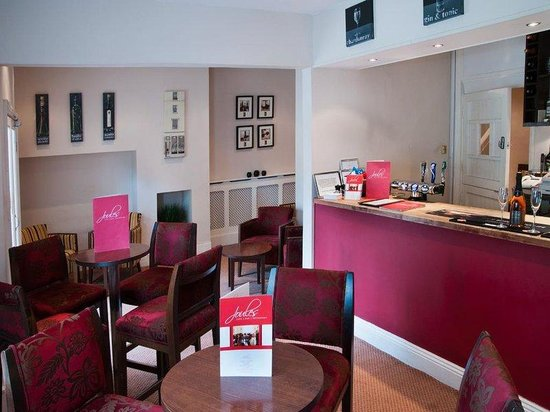 Clarence Court Hotel: Bar Image