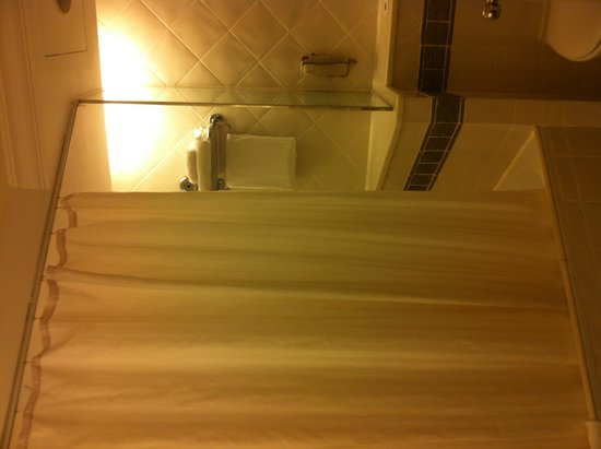 Swissotel Merchant Court: bathroom