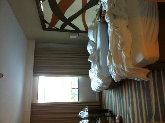 Swissotel Merchant Court: room