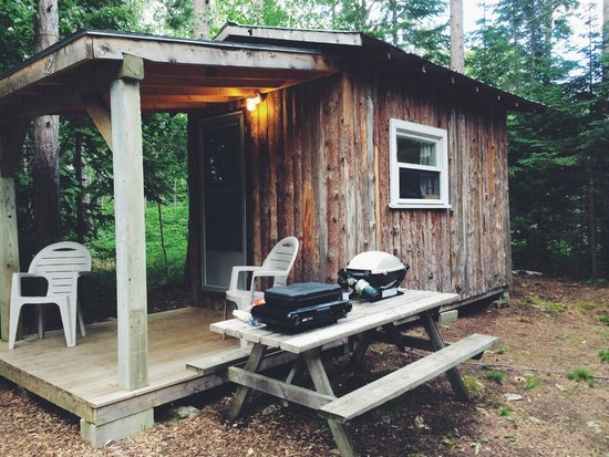 Roxys Gas & Variety Cabins & Tent Sites: Outside the Cabin