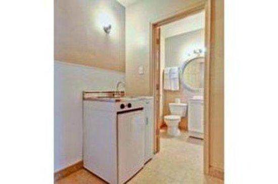 Knights Inn Phoenix East: Bathroom