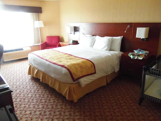 McCamly Plaza Hotel: Comfy bed