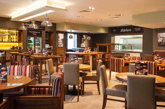 Premier Inn Fleet Hotel: Bar