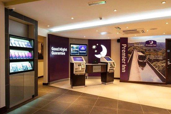 Premier Inn Wrexham Town Centre Hotel: Reception
