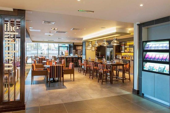 Premier Inn Wrexham Town Centre Hotel: Bar