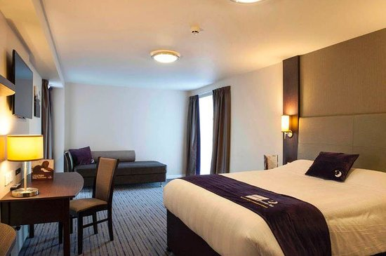Premier Inn Wrexham Town Centre Hotel: Room