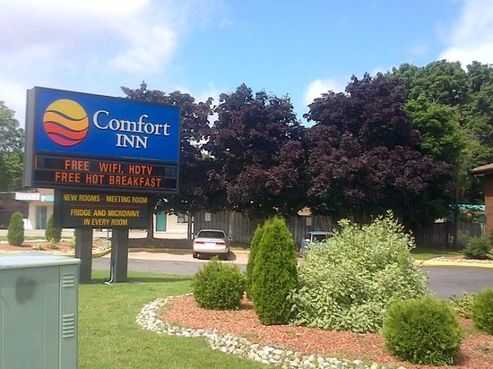 Comfort Inn East: outside