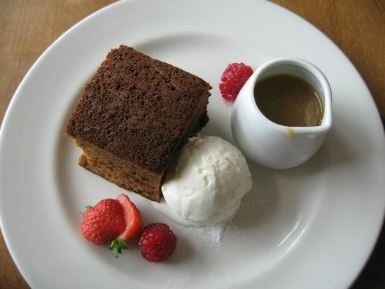 The Captain's Table at the Ship Inn: Sticky toffee pudding & ice cream