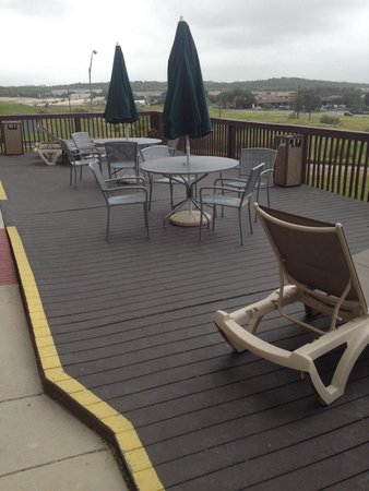 Holiday Inn Express San Antonio Sea World: Outdoor patio