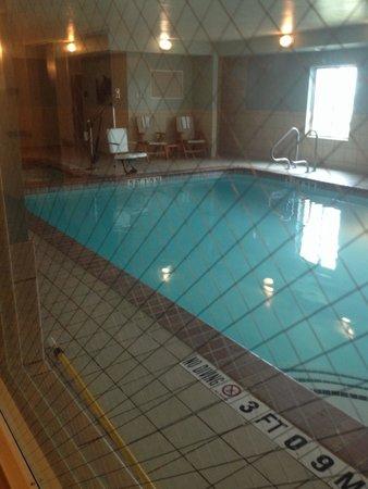 Holiday Inn Express San Antonio Sea World: Indoor pool & hot tub