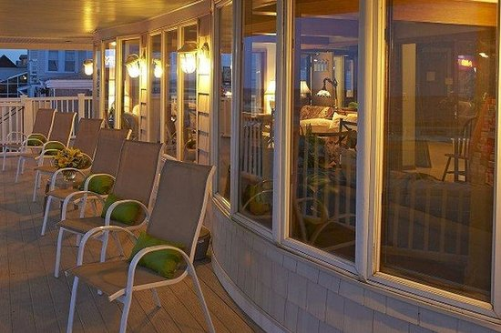 Beach View Inn: Front Deck
