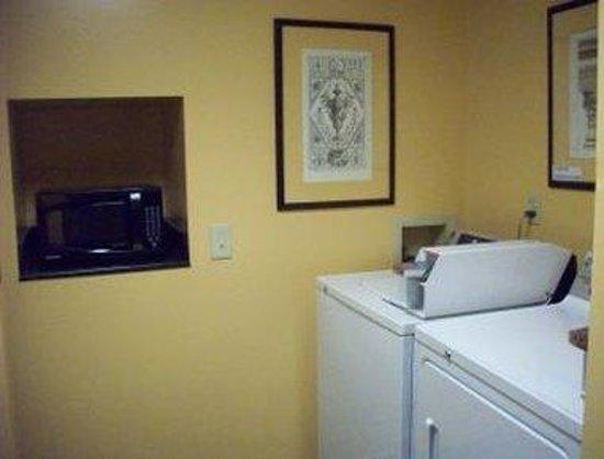 Howard Johnson Atlantic City Egg Harbor Township : Guest Laundry