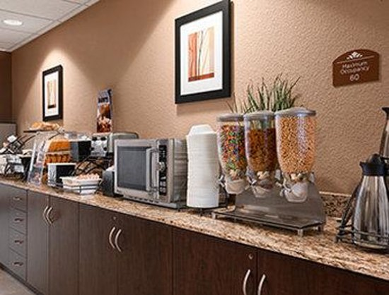 Microtel Inn & Suites by Wyndham Cotulla: Breakfast Area