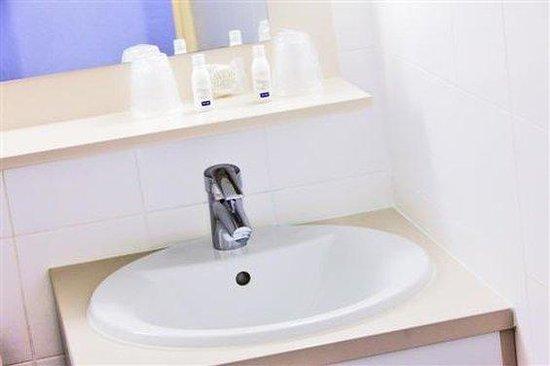 Kyriad Paris Est - Bois de Vincennes - Saint-Maurice: Bathroom