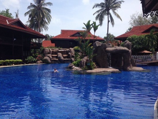 Meritus Pelangi Beach Resort & Spa, Langkawi: The cascade pool with waterfalls, a water slide and a swim up bar