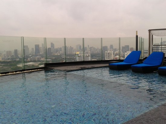 The Continent Hotel Bangkok by Compass Hospitality: H2O pool area