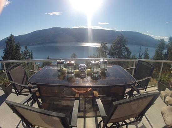 A & S Lakeview Bed & Breakfast: Ausblick von der Terrasse