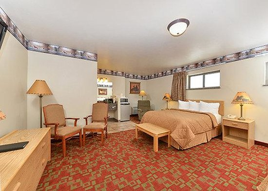 Econo Lodge Inn & Suites : room3