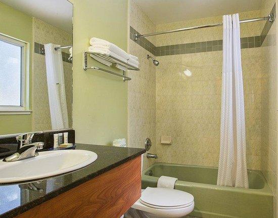 Hotel Parmani: Bathroom