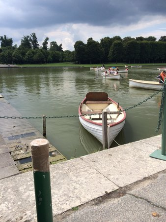 Château de Versailles : boat rental at grand canal
