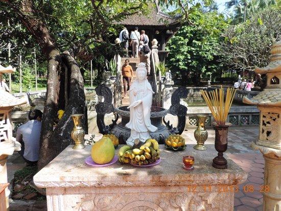 Open air shrine near the One pillar pagoda