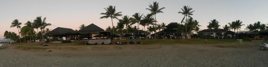 Hilton Fiji Beach Resort & Spa: Panorama of the Hilton from the beach