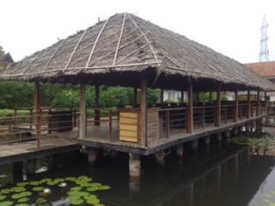 Citrus Retreats Alleppey: Floating restaurant