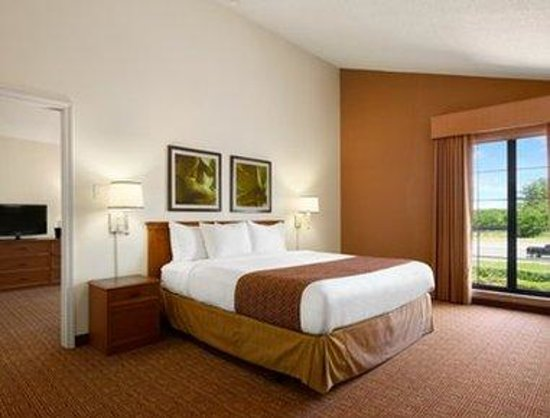 Baymont Inn & Suites Marietta/Atlanta North : Suite
