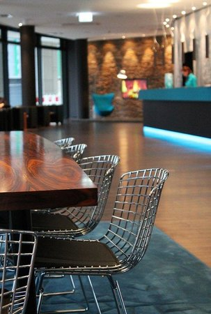 Motel One Frankfurt-Messe: Lobby