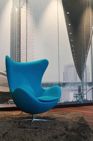 Motel One Frankfurt-Messe: Egg Chair