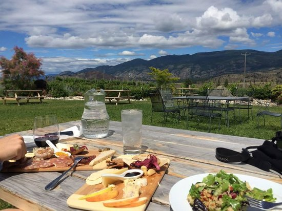 See Ya Later Ranch: Lunch in the garden, delicious!