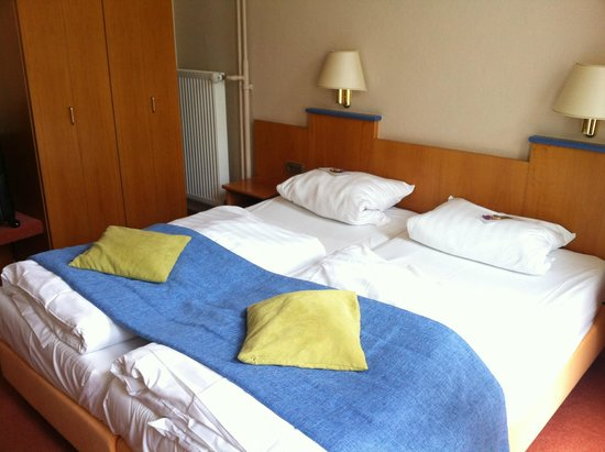 Hotel Noss : Hotel room - home stay style