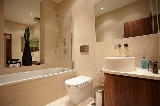Presidential Apartments Kensington: Bathroom Overall View