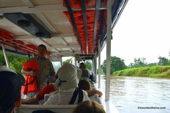 Mawamba Lodge: Boat to Lodge