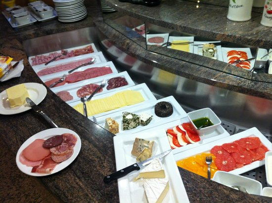 Hotel Noss: Breakfast at hotel