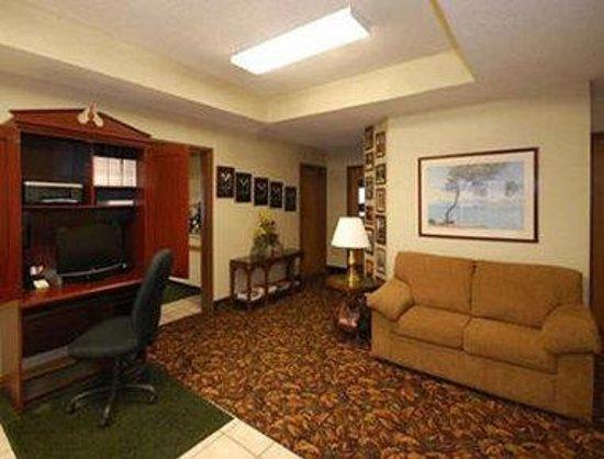 Baymont Inn & Suites Marinette: Business Center