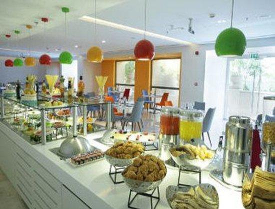 Hawthorn Suites by Wyndham Dubai, Jbr: Flavours Buffet