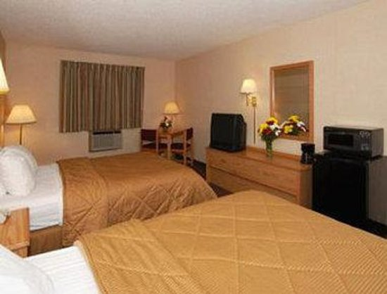 Baymont Inn & Suites Marinette: Two Double Bed Room