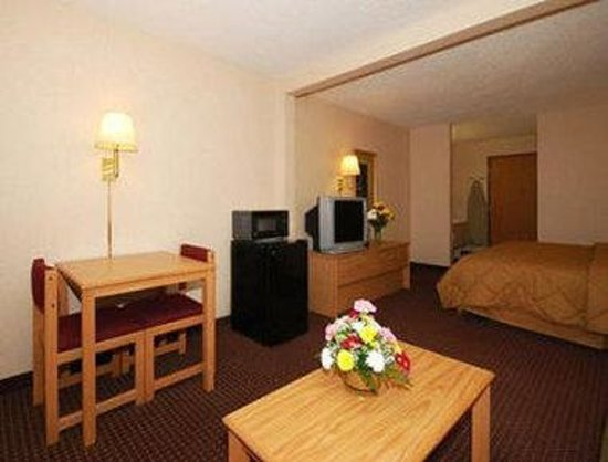 Baymont Inn & Suites Marinette: Suite 2