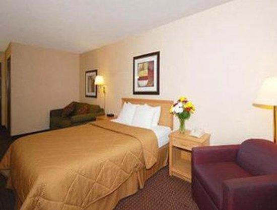 Baymont Inn & Suites Marinette: One Queen Bed Room